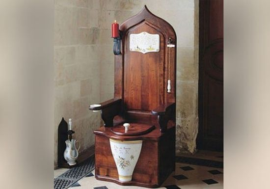 Queen Elizabeth I - the first ever flushing toilet