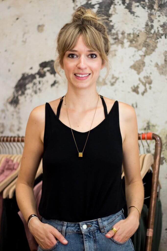 Geschäftsführerin Christina Wille im Ladengeschäft von LOVECO in Berlin-Friedrichshain