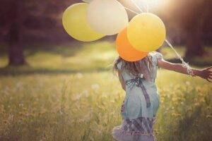kid with balloon