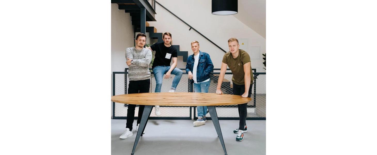 Traja bratia rozbehli úspešnú firmu s nábytkom