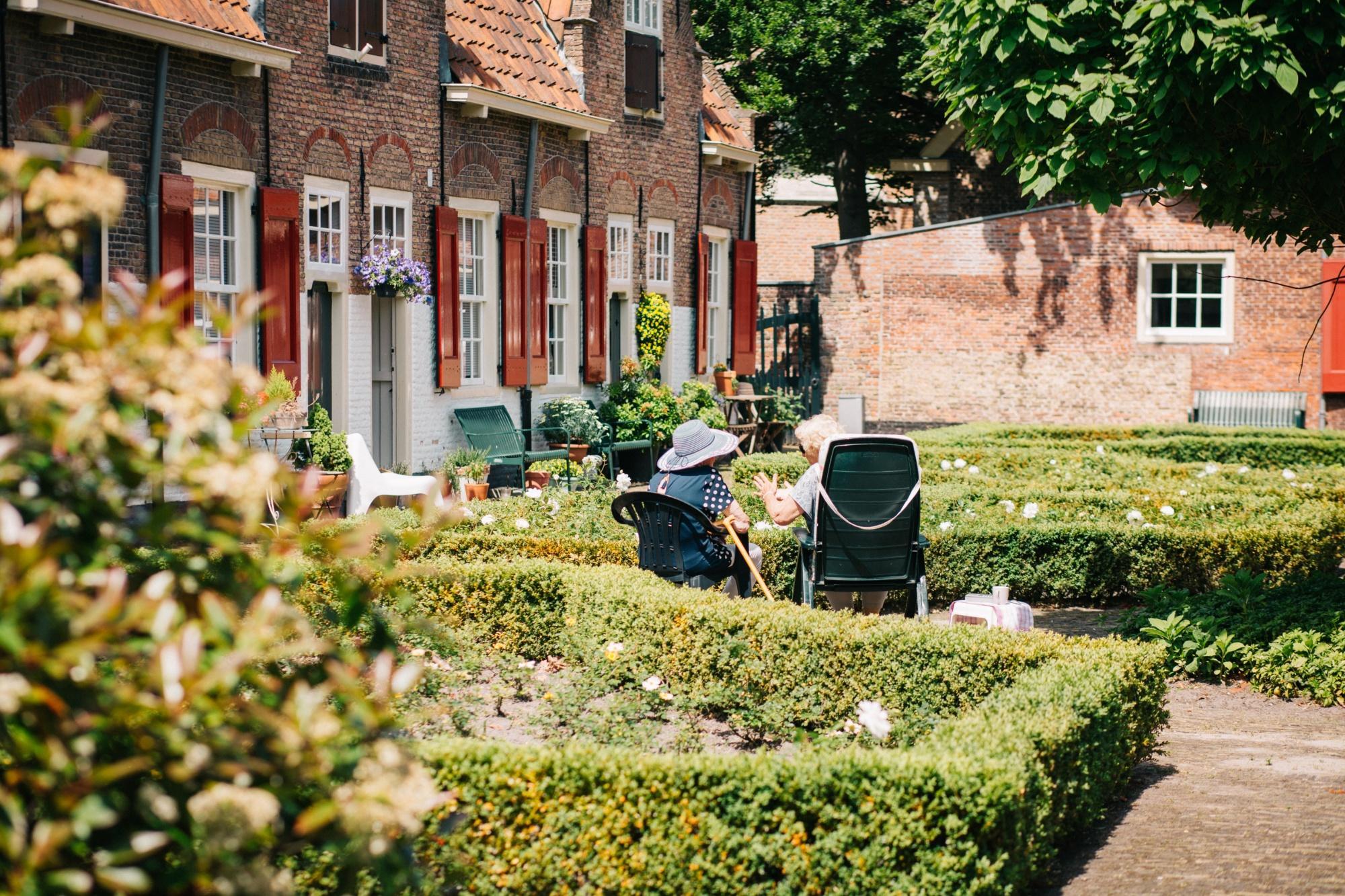 Social aspect of gardening - Gardening as therapy by Garden Escape