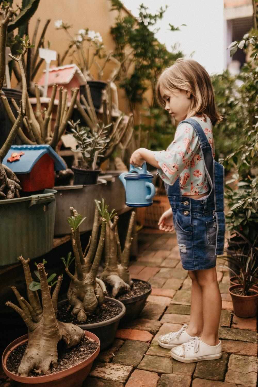 girl gardening - Gardening as therapy by Garden Escape