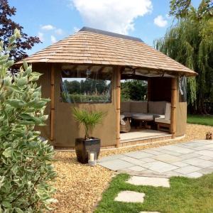 Oval Safari Breeze Houses