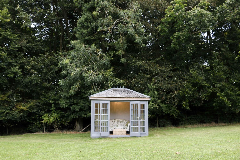Malvern Garden Buildings visits Jan who owns a Kew Victoria garden room. Owner's Story for Garden Escape