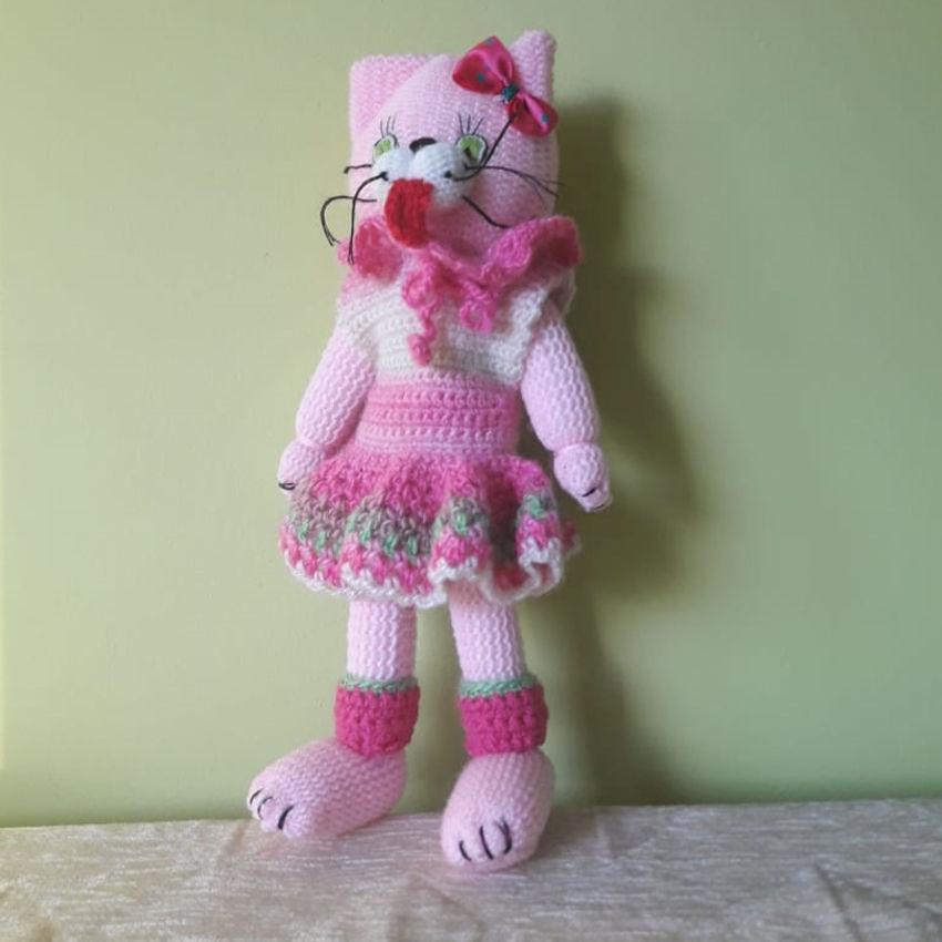 žaislai | minkšti | rankų darbo megzta katė su rožine suknel