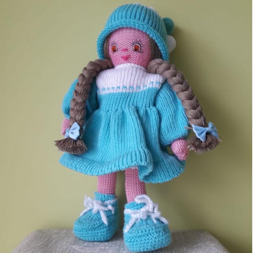 žaislai   lėlės   rankų darbo megzta lėlė, žydra suknele.