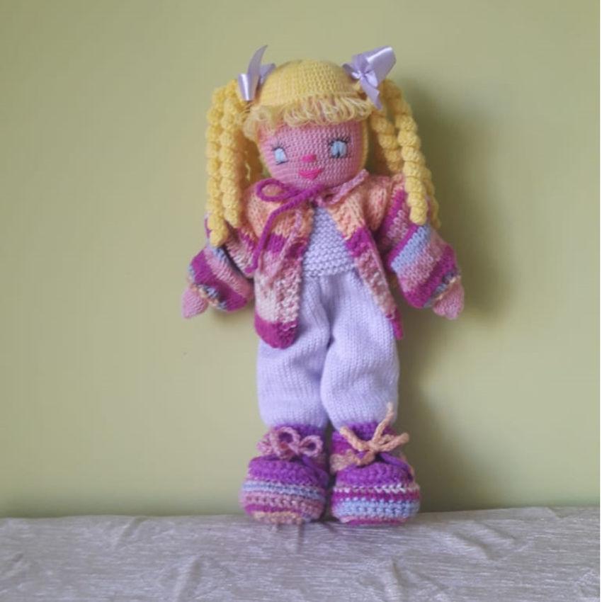 žaislai | lėlės | rankų darbo megzta lėlė, su violetiniu k