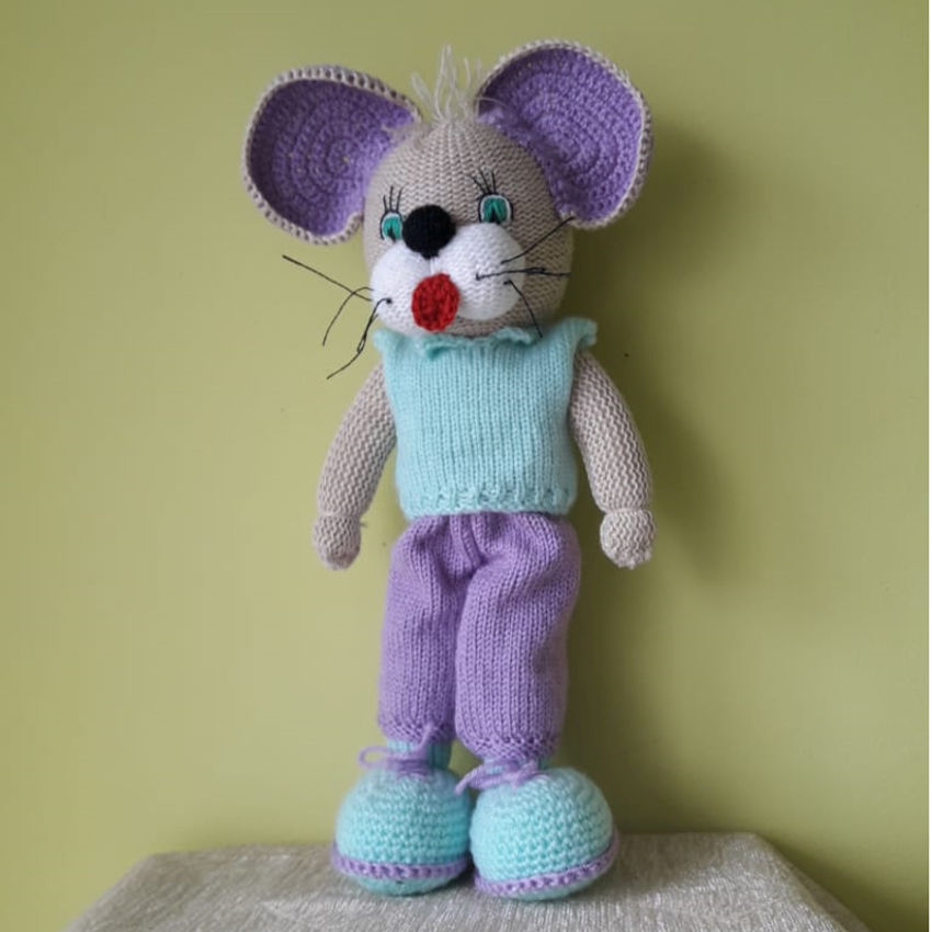 žaislai | minkšti | rankų darbo megzta pelė su kelnėmis, 28