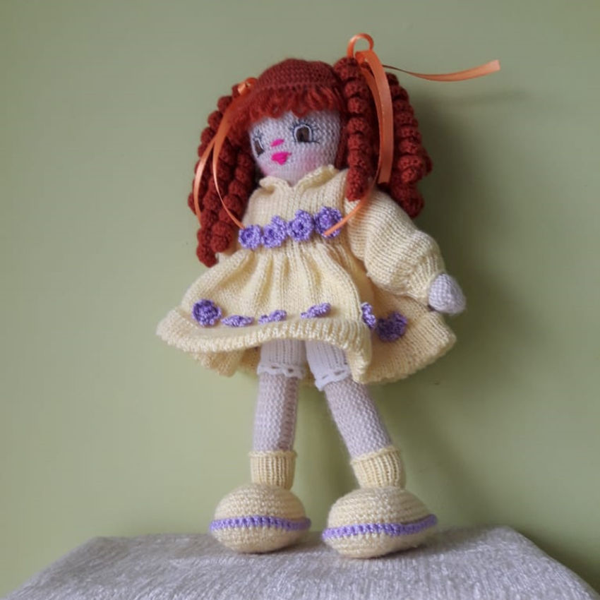 žaislai   lėlės   rankų darbo megzta lėlė, geltona suknele