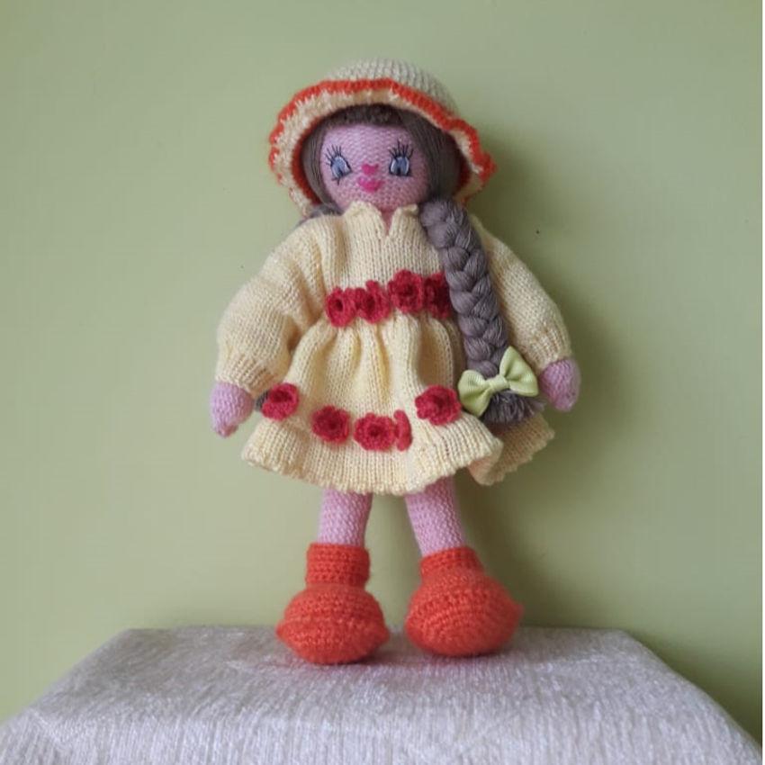žaislai | lėlės | rankų darbo megzta lėlė, geltona suknele