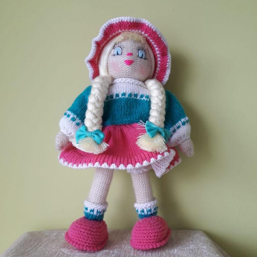 žaislai | lėlės | rankų darbo megzta lėlė, su mėlyna/rožin