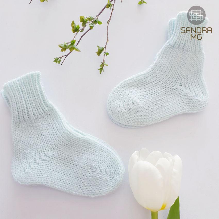 avalynė | kojinės | kūdikio kojinytės, mėtinės merino vilnos