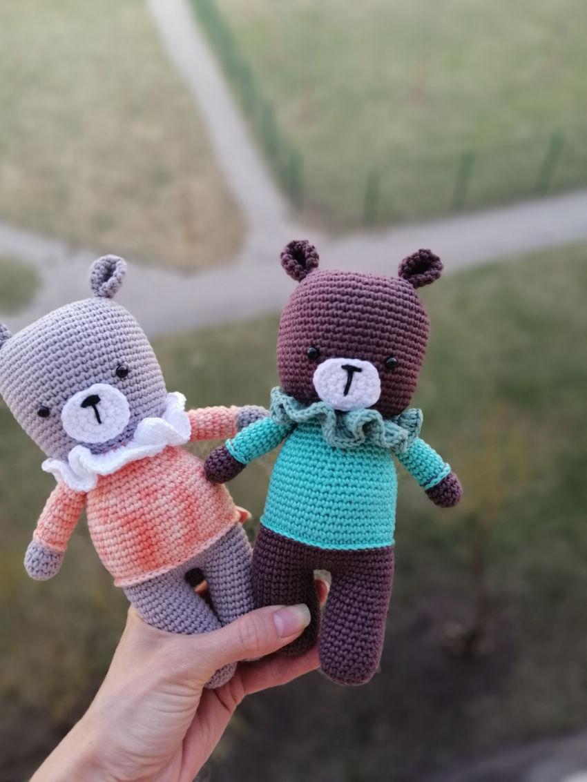 žaislai | minkšti | minkštas nertas meškutis su megztiniu. ū