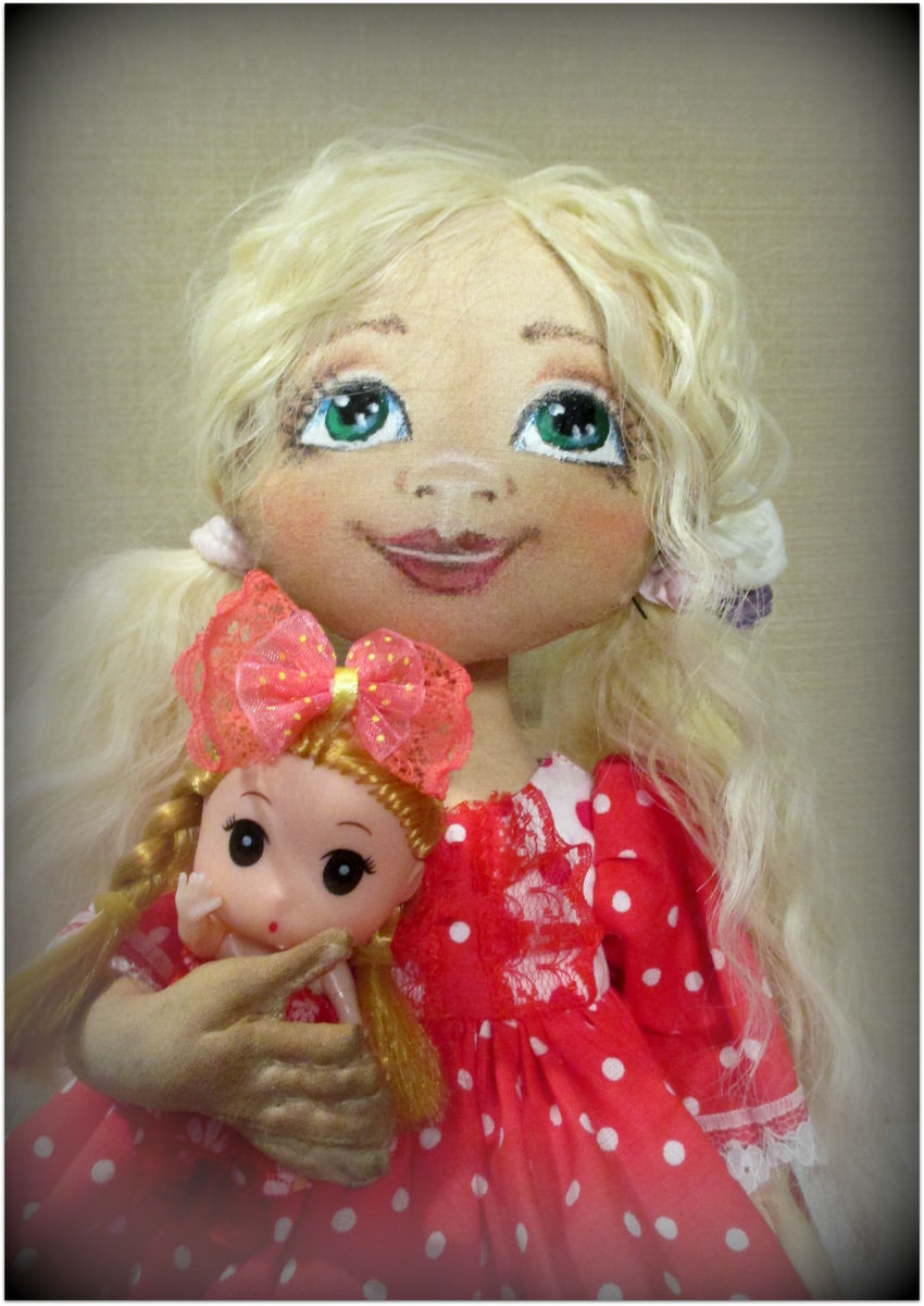žaislai | lėlės | monikutė 35 cm su lėlyte rankose