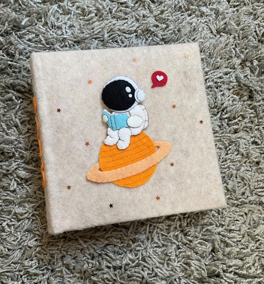 dekoracijos | vaiko kambarys | albumas su kosmonautu mergaitei