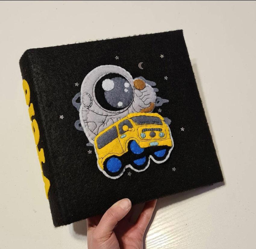 dekoracijos   vaiko kambarys   albumas su kosmonautu berniukui