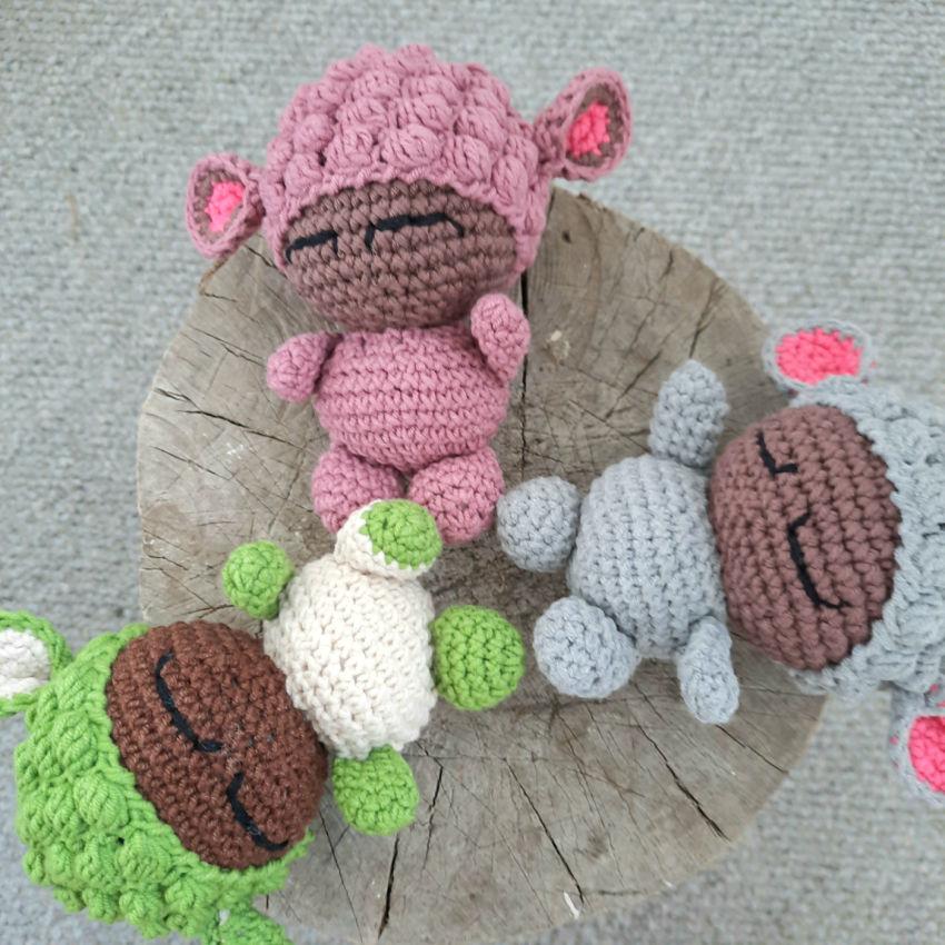 žaislai   lėlės   rankų darbo mažos avytės, 14cm×7 dydžio.