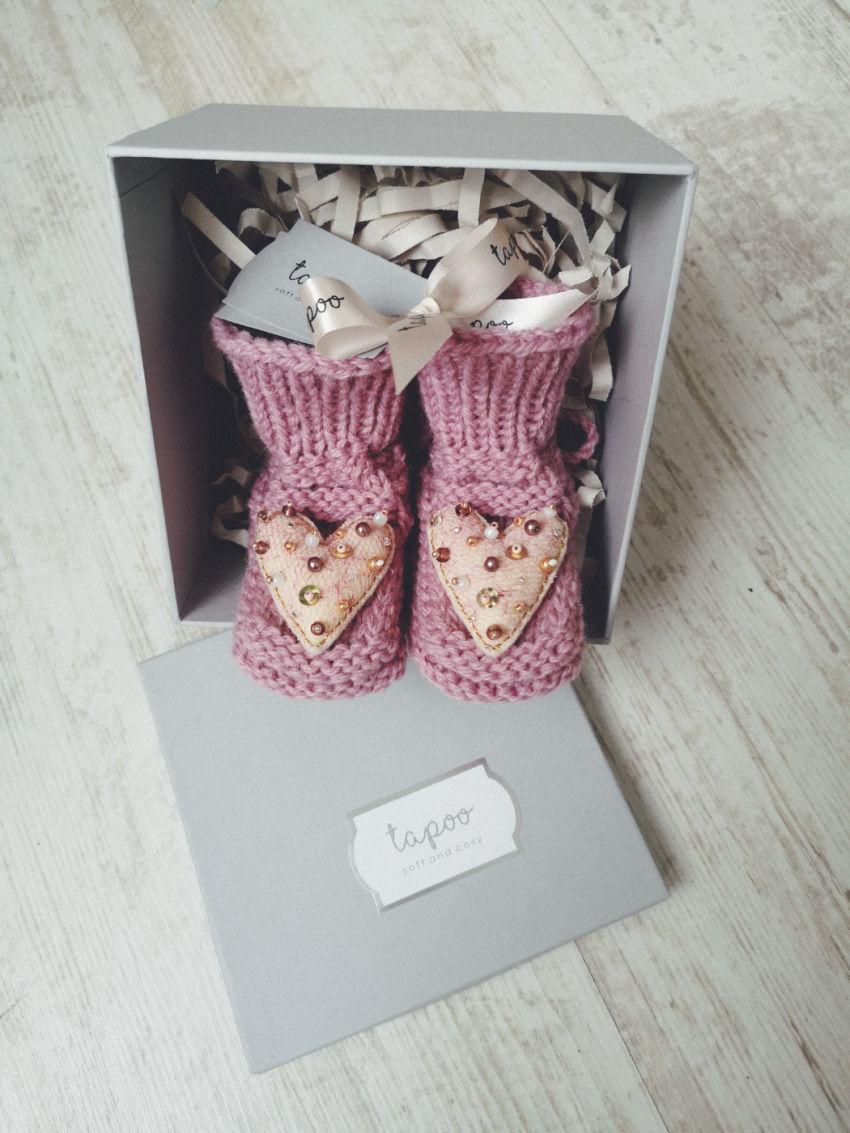 avalynė | tapukai | megzti vilnos tapukai tapoo su širdelėmi