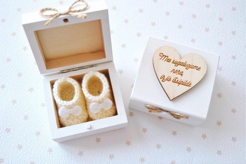 dekoracijos | pranešimai | medinė nėštumo pranešimo dėžutė su nerta