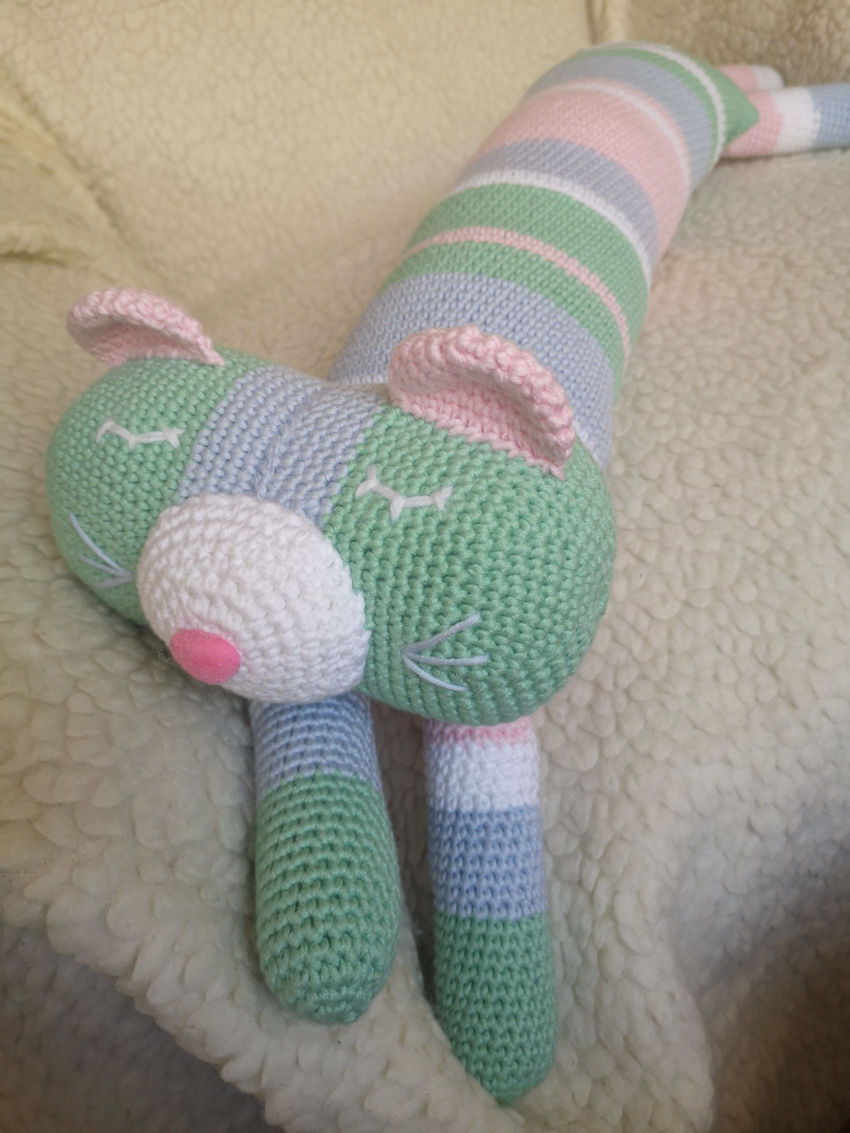 dekoracijos   pagalvėlės   nertas žaislas- dekoracija, katinėlis -