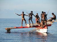 De locals maken er eveneens een feestje van. © Heritage Expeditions