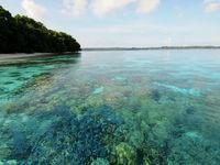 's Werelds beste koraalriffen sieren de kustlijn hier. © Heritage Expeditions