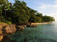 Uitgestrekte stranden met mangrove en koraalriffen ... Het paradijs! © Heritage Expeditions