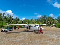 Om het eiland Bird te kunnen bereiken moet je vliegen met een speciaal gecharterd vliegtuigje. © Frederik Willemyns