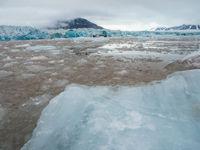 Het blauwe ijs ontstaat door luchtbelletjes die vast geraken in het ijs, en daardoor het licht weerkaatsen. © David 'Billy' Herman
