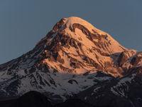 De top van de Kazbek in het ochtendlicht. © Brecht De Meulenaer
