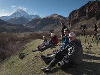 De groep pauzeert even na het zien van de eerste doelsoorten. © Brecht De Meulenaer
