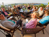 Sfeerfoto tijdens het tafelen aan de kust. © Billy Herman