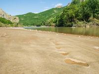 Wie liep hier voor ons langsheen de rivier... © Billy Herman