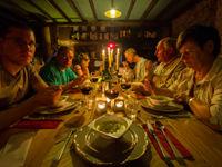 Repas convivial dans notre gîte © Billy Herman