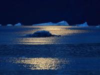 Net na de ondergaande zon volgt steevast het 'blauwe uurtje'! © Yves Adams