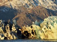Het is soms moeilijk om te zien wat er nu juist rots of ijs is. © Yves Adams