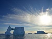 Een weids uitzicht over het water van de Noordelijk IJszee. © Yves Adams