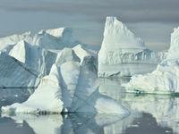 Een veld van ijsbergen. © Yves Adams