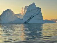 Gigantische barsten verraden een naderend ijsbergdrama! © Yves Adams