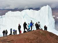 De groep fotografeert vanop een uitkijkpunt. © Yves Adams