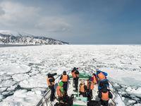 De groep aan boord van de sterke ijsbreker die ons brengt waar we maar heen willen. © Jeffrey Van Daele