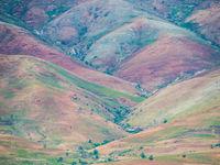 Les collines colorées de Madagascar. © Billy Herman