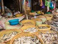 Le poisson séché se trouve fréquemment sur les marchés. © Billy Herman
