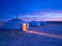 Coucher de soleil sur notre campement de yourtes ! © Billy Herman