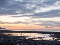 Zonsondergang op het keienstrand. © Hans Debruyne