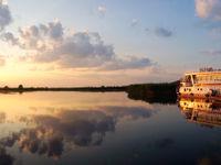 Beleef een droomavontuur aan boord van een woonboot die je doorheen heel de Donaudelta voert. © STARLING reizen