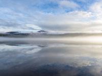Het is soms verwarrend wat nu de hemel dan wel het water is. © Bart Heirweg