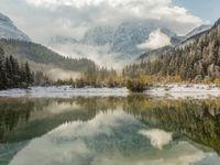 Een kristalhelder bergmeer. © Bart Heirweg