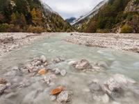 Een riviervallei gaat in herfstslaap. © Bart Heirweg