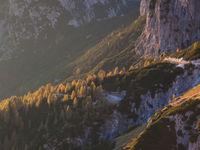 De reis staat volledig in het teken van het contrast tussen hoge rotswanden en diepe valleien. © Bart Heirweg